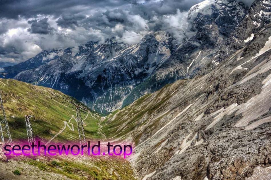 Гірськолижний курорт Пассо-делло-Стельвіо (Passo dello Stelvio), Італія